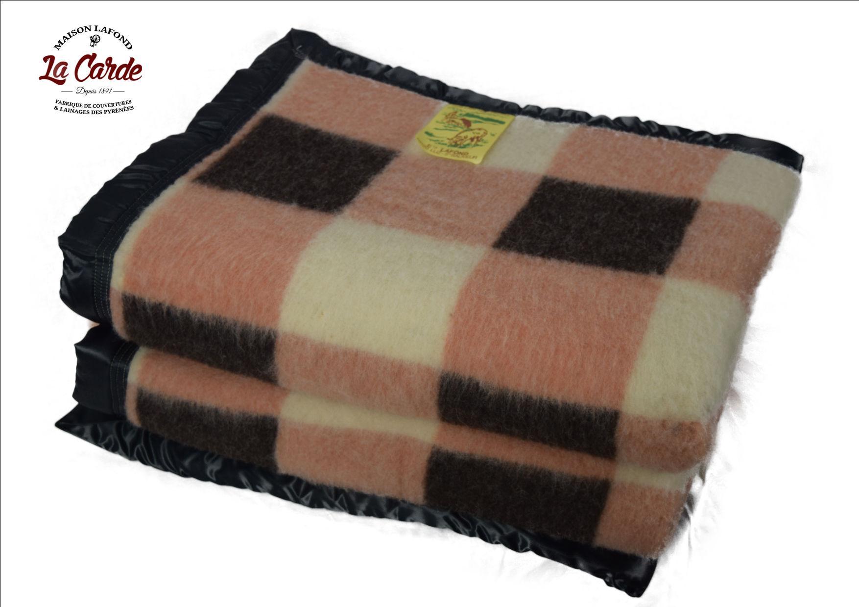 couverture en laine la carde des pyr n es. Black Bedroom Furniture Sets. Home Design Ideas