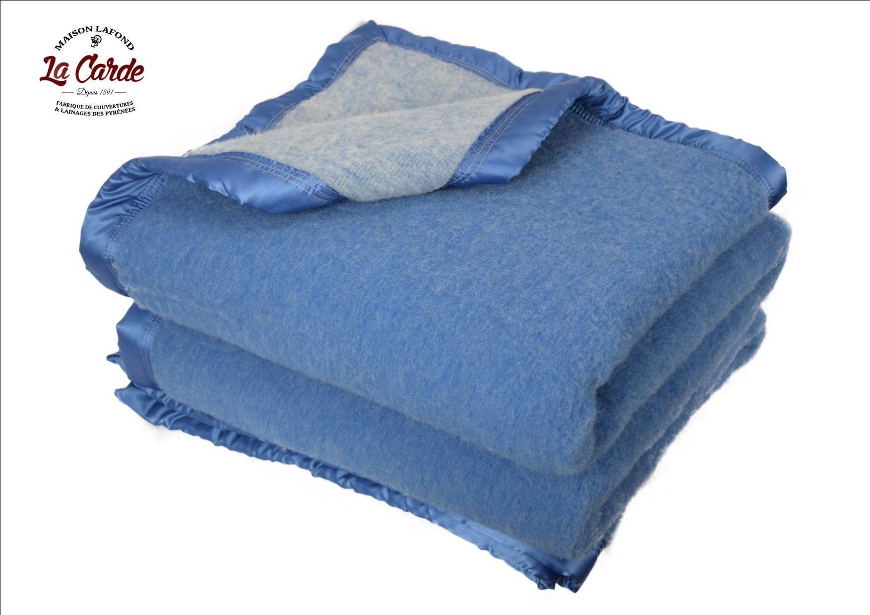 Couverture en laine bleu ciel